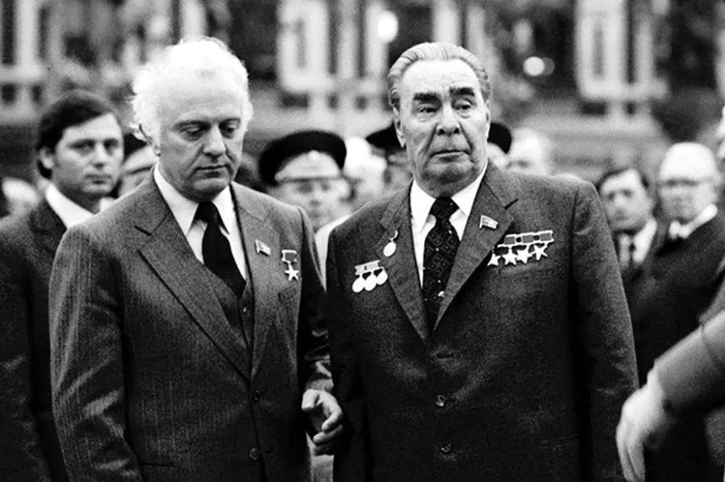 Эдуард Шеварднадзе и Леонид Брежнев